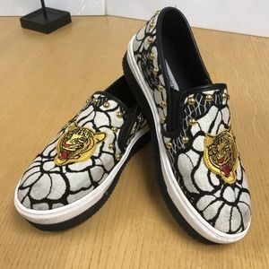 Steve madden Woman's Loafer sneaker tiger design
